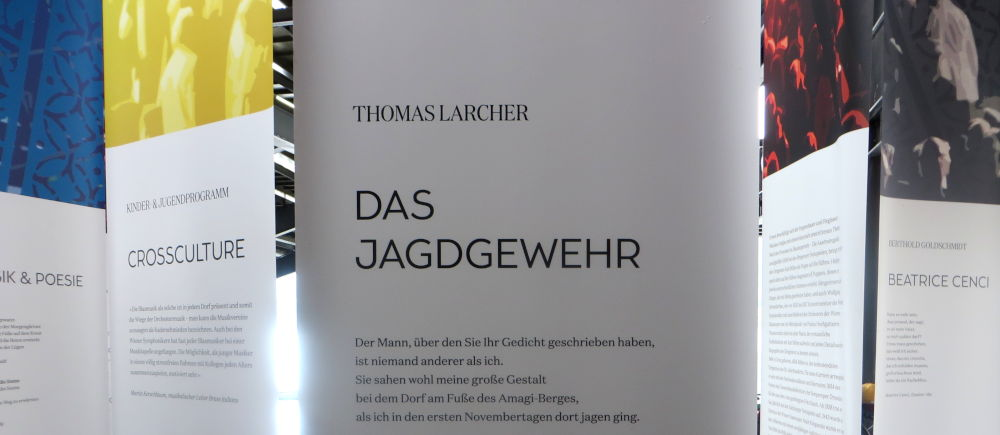 Bregenz, Seebühne: Literatur-Aushang (22.7.2018; Foto: Meyerbröker)