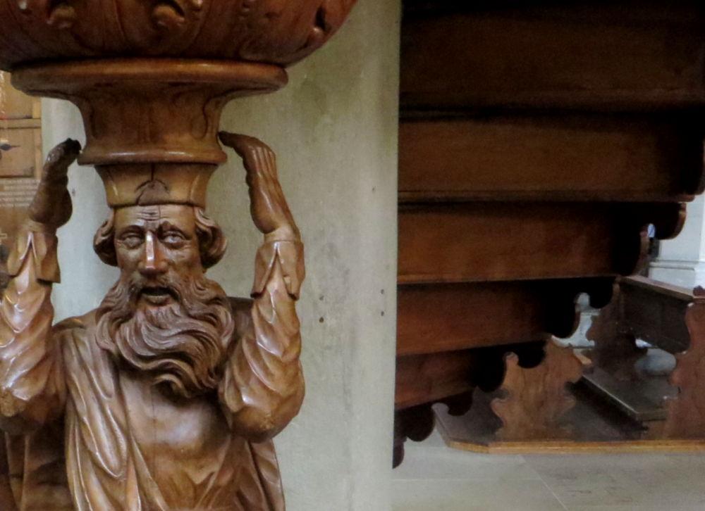 Konstanz: Abraham trägt die Kanzel des Münster (23.7.2018; Foto: Meyerbröker)