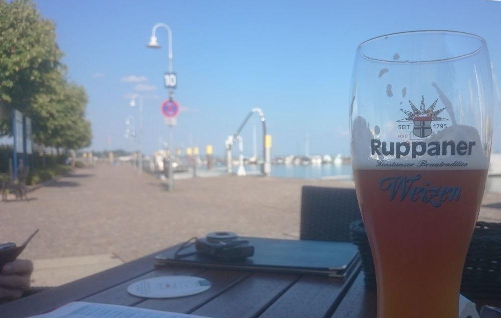 Konstanz: Erfrischung im Schatten (24.7.2018; Foto: Klare)