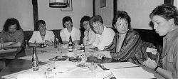 Marion Tüns (spätere Oberbürgermeisterin, 2. v.r.) bei der SPD Hiltrup. Neben ihr Amrei Thränhardt, NN, Rosemarie Opolka, Renate Geisenheyner, Willi Lohmann (Vorsitzender) (17.5.1989; Foto: Klare)